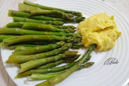 asparagi con crema di uova sode