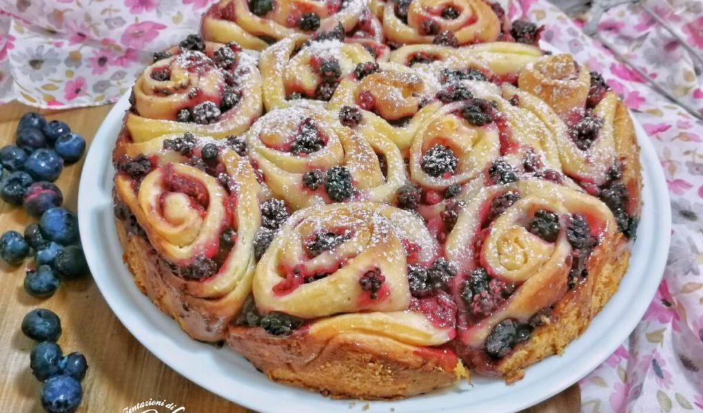 torta di rose ai frutti di bosco