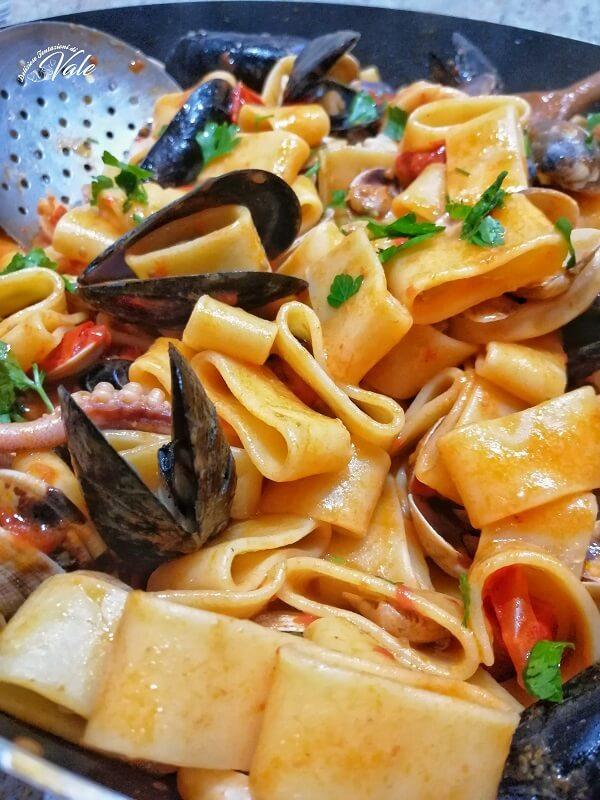 Calamarata Napoletana con tanti frutti di mare