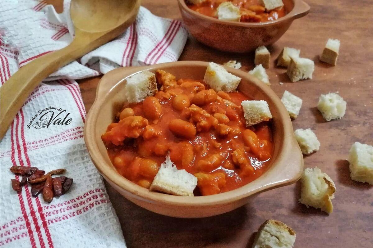 FAGIOLI ALLA MESSICANA con salsicce, piatto semplice ricco di gusto