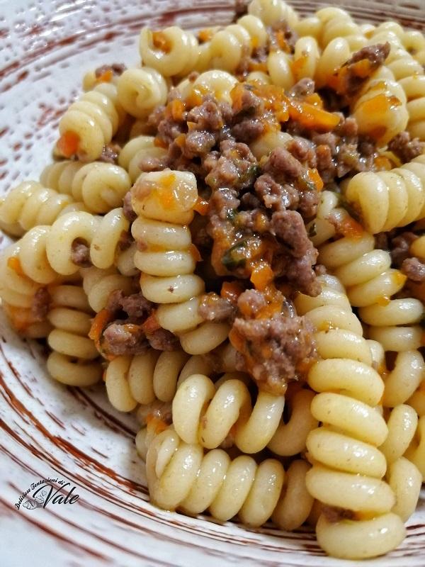Pasta con Ragù Bianco alla Zucca cremoso e senza pomodoro