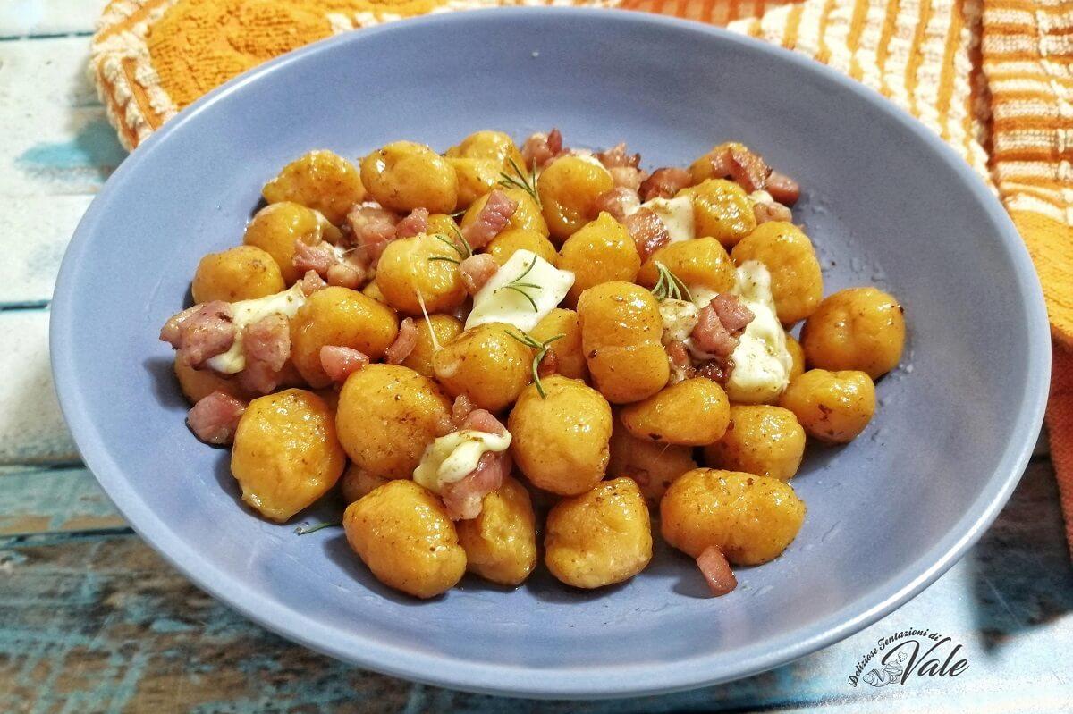 Ricetta Gnocchi Zucca E Pancetta.Gnocchi Di Zucca Senza Patate Con Provola E Pancetta Super Gustosi