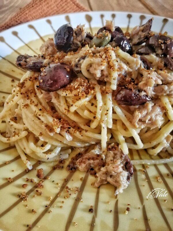 Spaghetti con Tonno e Olive Nere