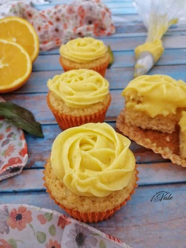 Cupcake al Pandoro con crema di arance e mandorle