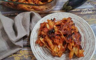 Pasta al Forno con Melanzane e Salsicce