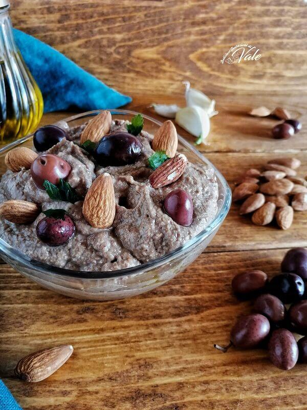 Pesto di Olive Nere con Mandorle