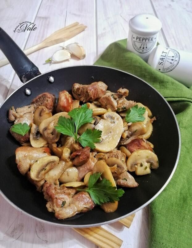 Bocconcini di Vitello con Funghi in padella