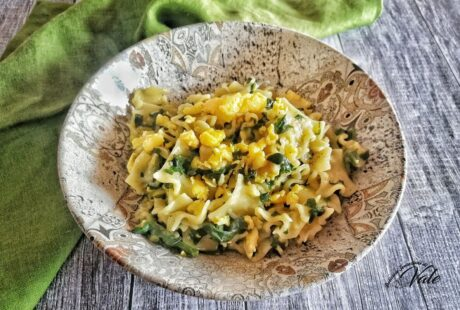 Pasta con Spinaci e Uova Strapazzate