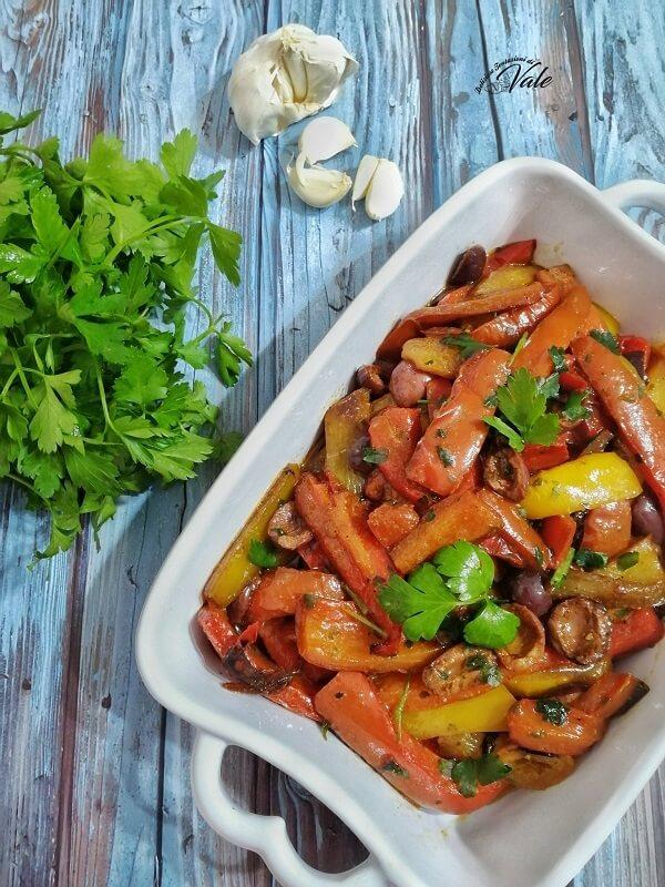 Peperoni con Olive e Capperi in padella