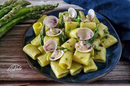Mezze Maniche con Crema di Asparagi e Vongole