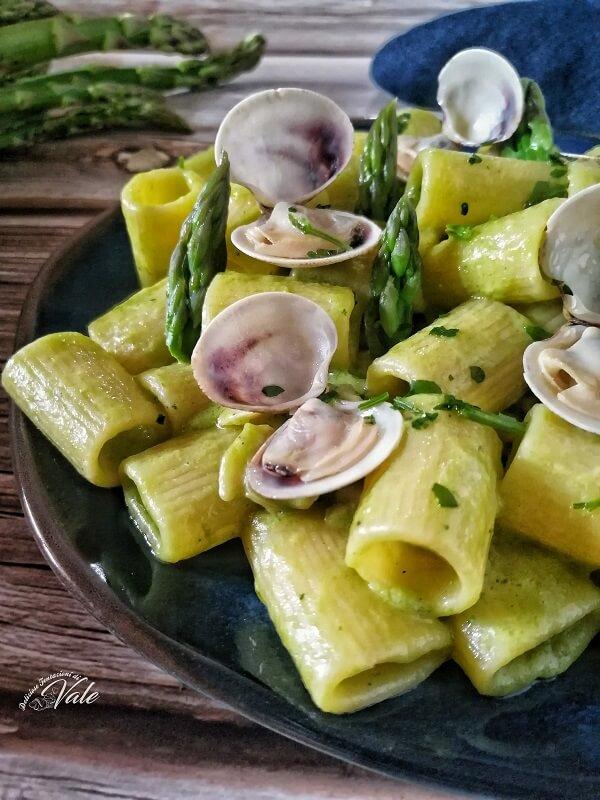 Mezze Maniche con Vongole e Crema di Asparagi
