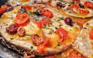 Pesce Spada con Pomodorini e Olive Nere