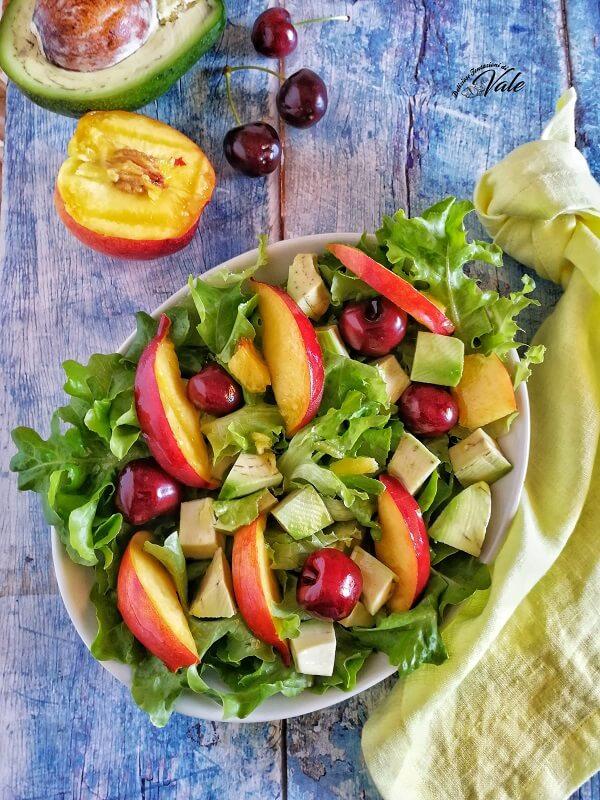 Insalata Sfiziosa con Frutta e Verdura