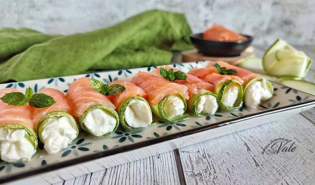 Rotolini di Zucchine Crude con Formaggio e Salmone