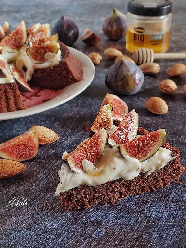 Crostata Morbida al Cacao con Fichi e Mandorle