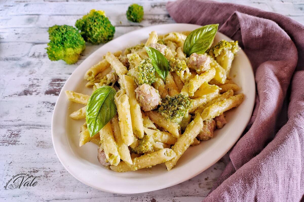 Pasta con Pesto di Broccoli e Salsicce